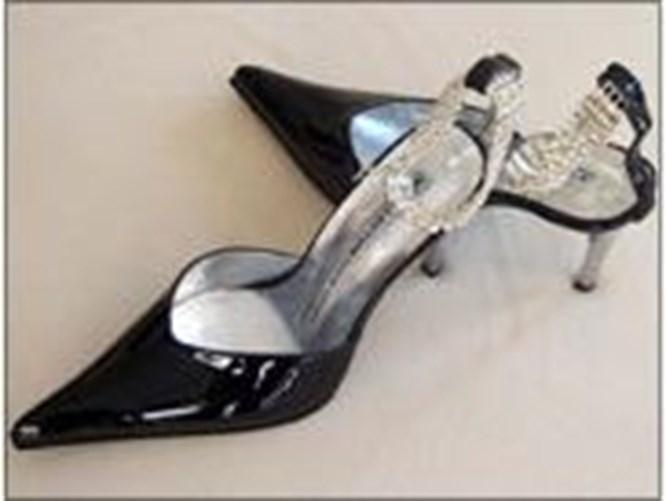 Pırlantalı ayakkabı yarışı